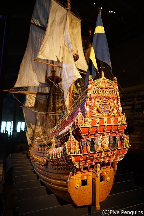 船の全体像。風格ある姿。