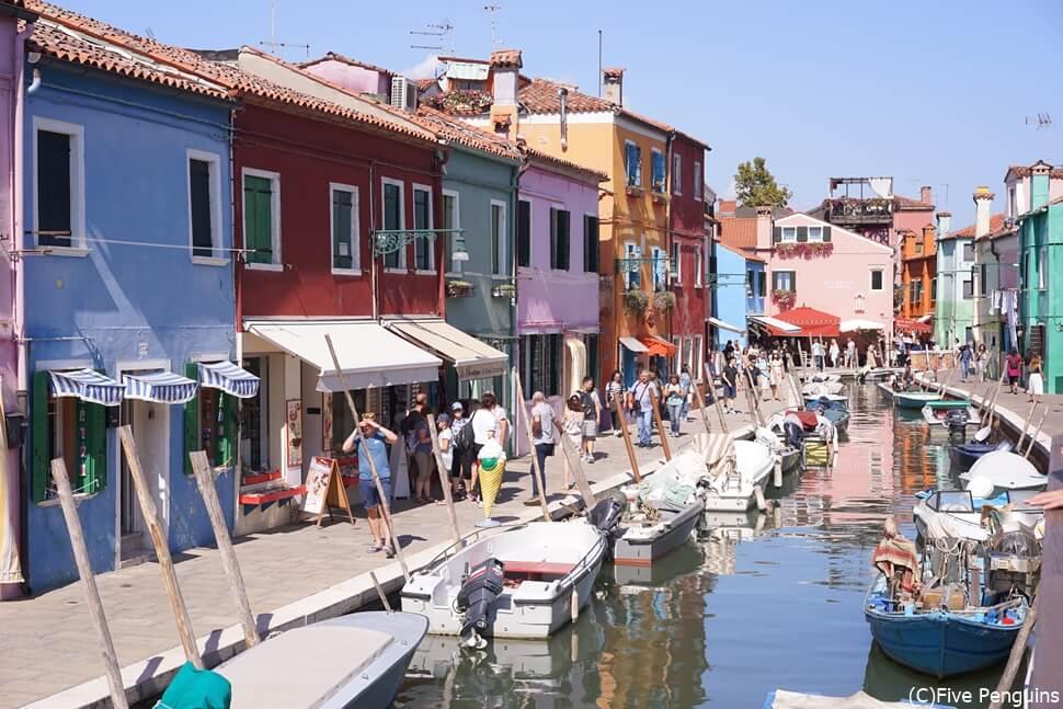 スイスとイタリアは定番の周遊コース 写真はベネチアのブラーノ島