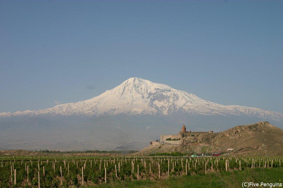 まるで絵葉書のようなホルヴィラップ修道院とアララト山