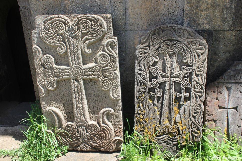アルメニア正教の特徴の一つ、ハチュカル(十字架の石碑)