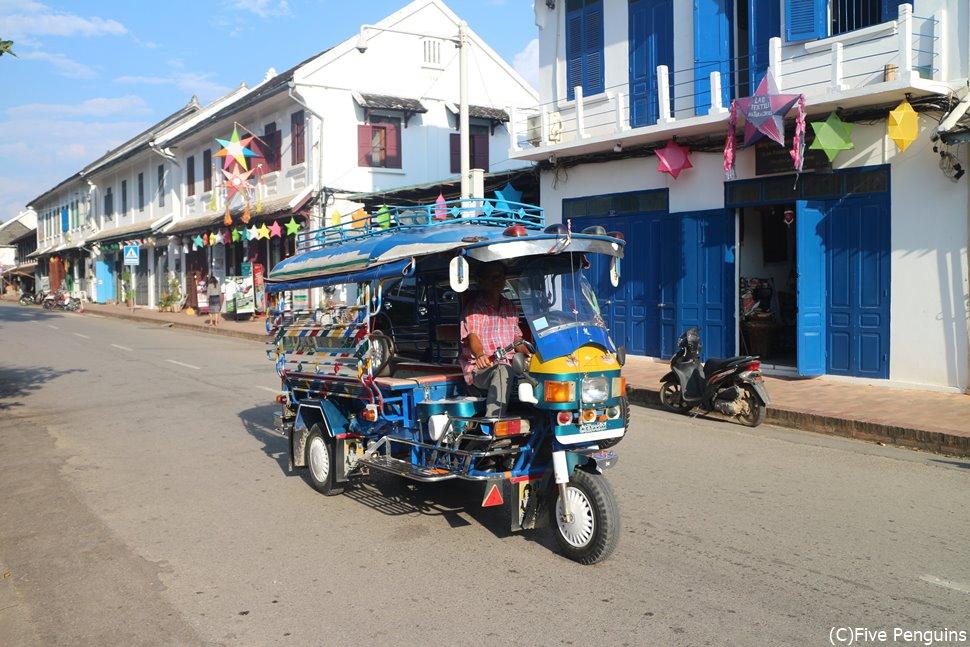 ルアンパバーンの町並み。景観保全のため低い建物が多いです。