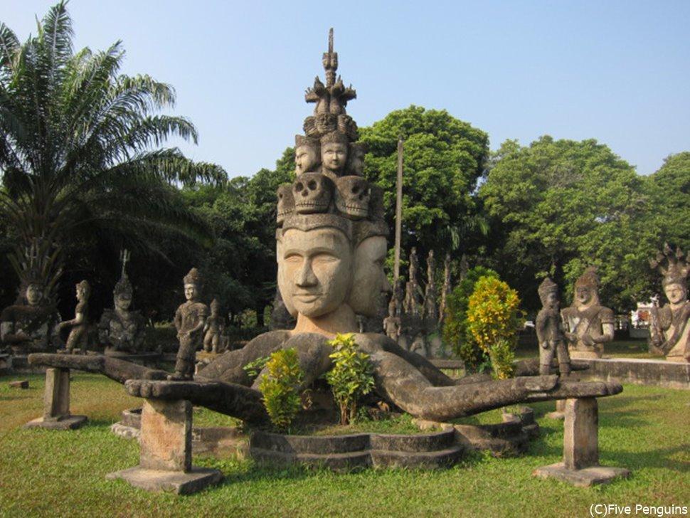 もう何が何だか。これ仏教徒の人は怒らないのか・・・???