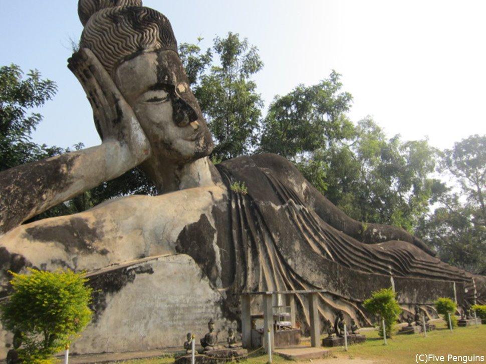 なんだかぺラいブッダパークの仏像様。