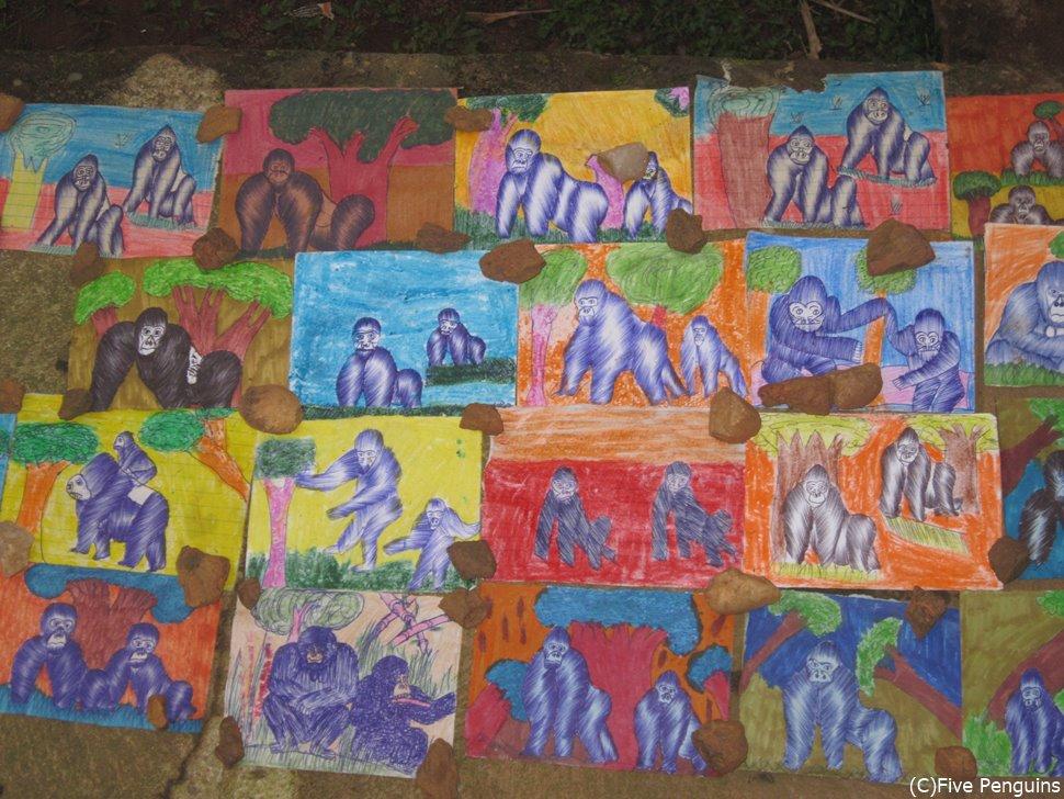 子供たちが描いたゴリラの絵<ブウィンディ国立公園>