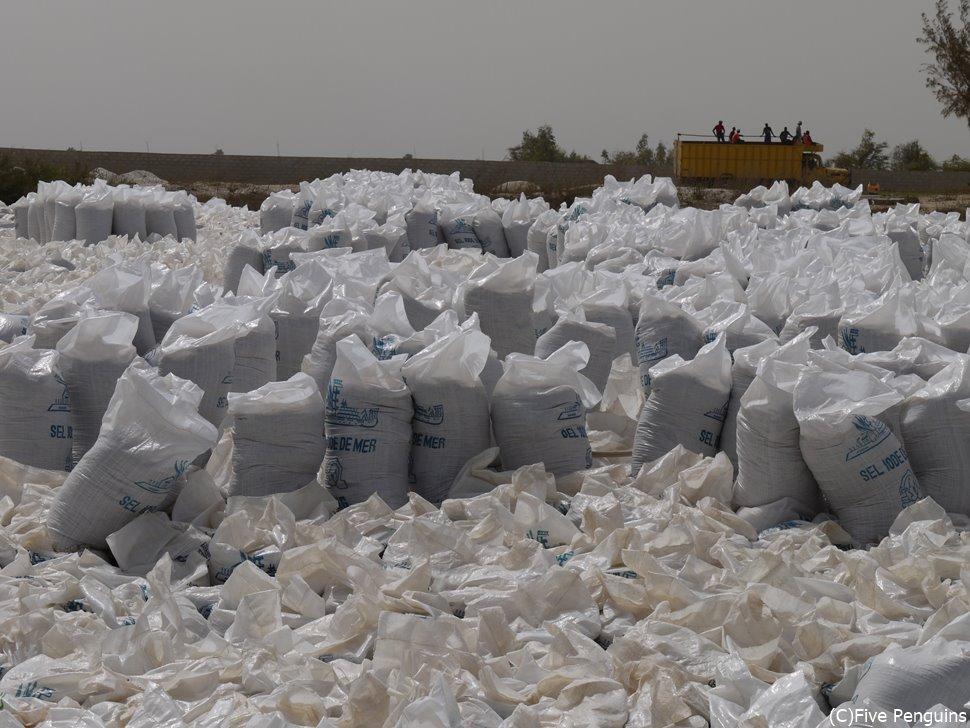ピンクレイクでは塩が生産されている