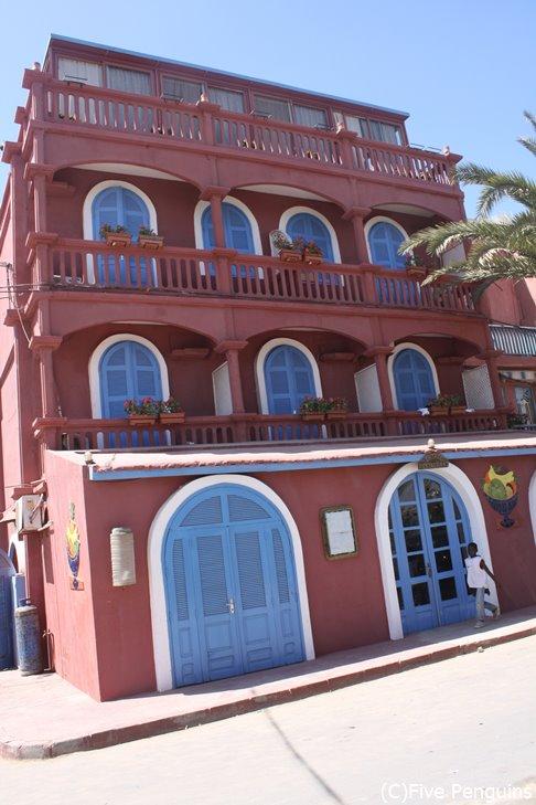 サンルイの典型的な中級ホテル