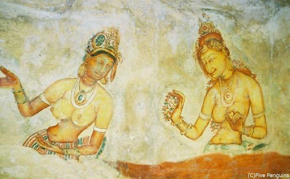 美女の壁画。保存状態が良くハッキリと絵が残っている。