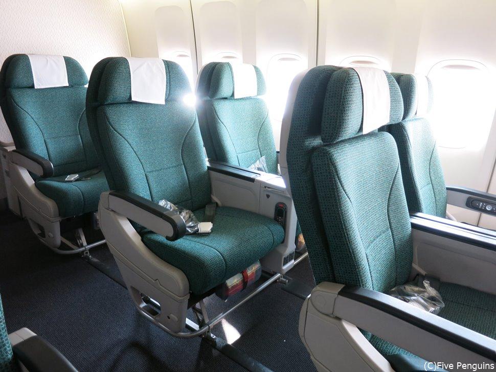 キャセイパシフィック航空のプレミアエコノミーの座席。