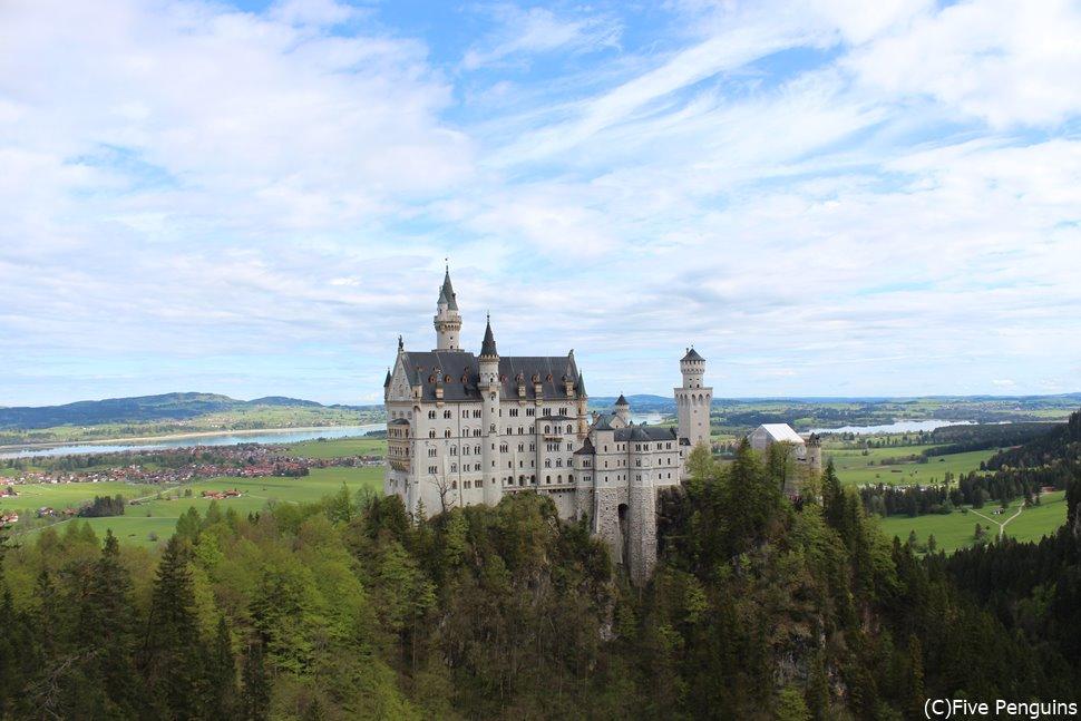 マリエン橋から眺めたノイシュヴァンシュタイン城の姿