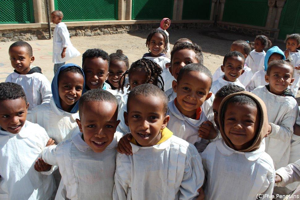 アスマラ大聖堂内・修道院の子供たち(エリトリア/アスマラ)