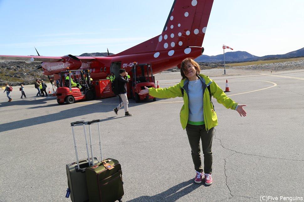 小型機でイルリサット空港到着!風が…強い・・・