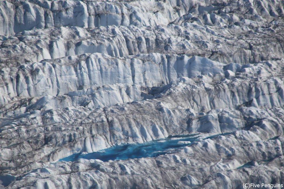 遊覧飛行で見下ろした氷河