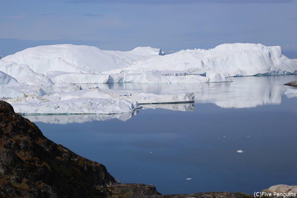 ハイキングでは氷河の海にいるクジラも見つけられる