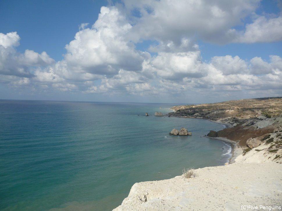 ヴィーナス生誕伝説がある海。透き通って綺麗。