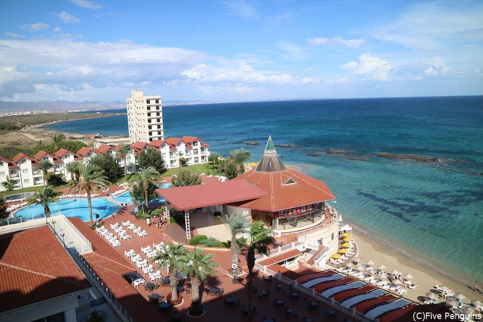 真っ青な地中海が美しいキプロス。