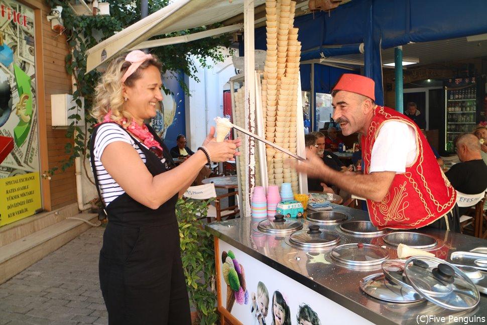 北キプロスには陽気なトルコアイス売りのおじさんも!