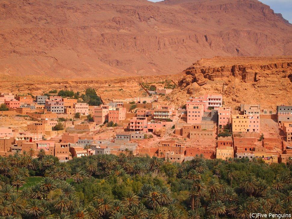 カスバ街道沿いの村の風景(カスバ街道/モロッコ)