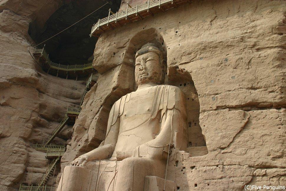 世界遺産にも認定された炳霊寺石窟