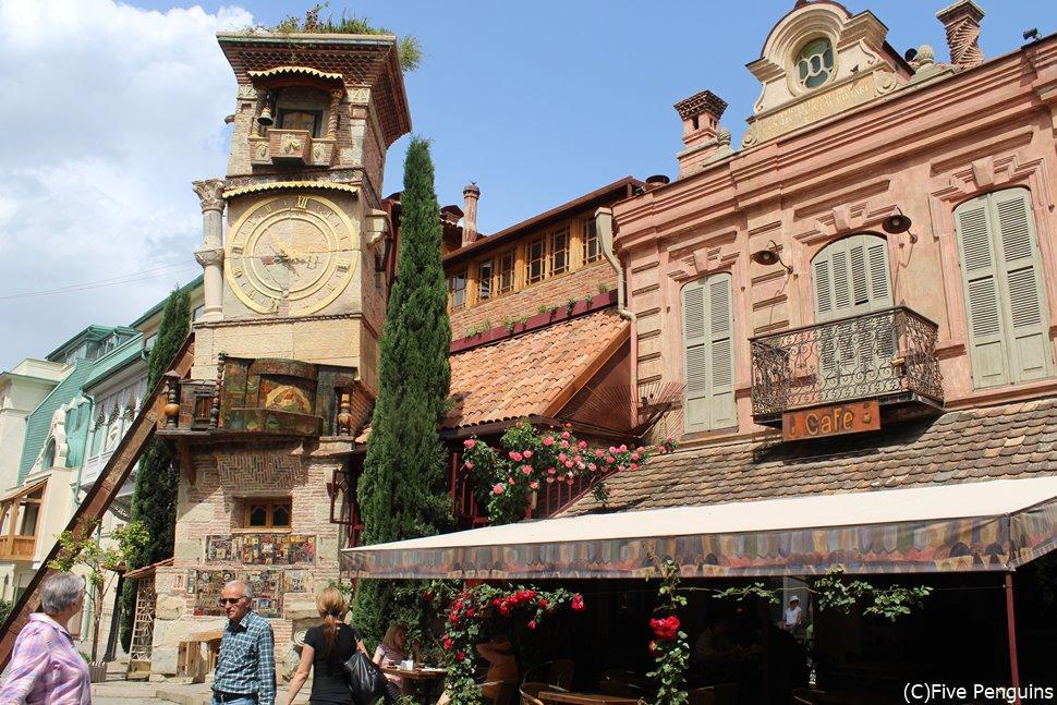 トビリシ旧市街にある時計塔