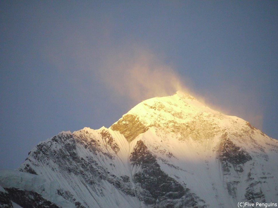 世界第七位の標高を誇る山、ダウラギリ(8167m)の日の出