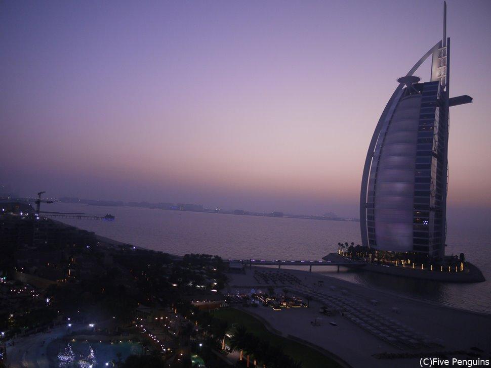 7つ星ホテル!バージュ・アル・アラブの外観