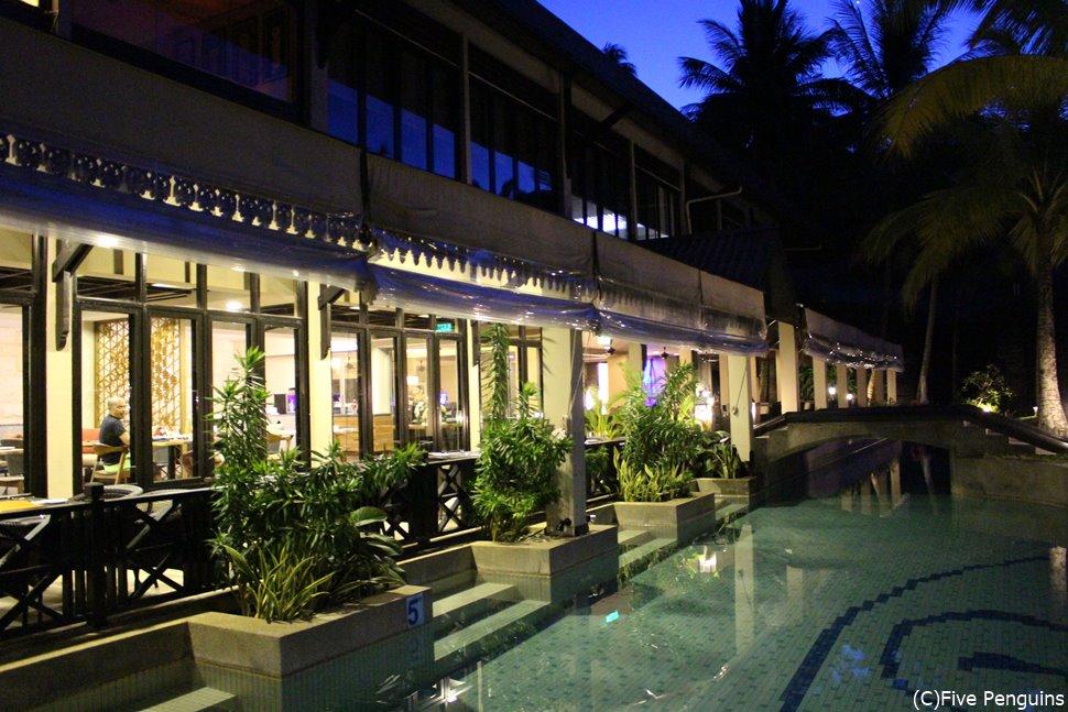 小さな島でもレストランも素敵な「ターラス・ビーチ&スパリゾート」