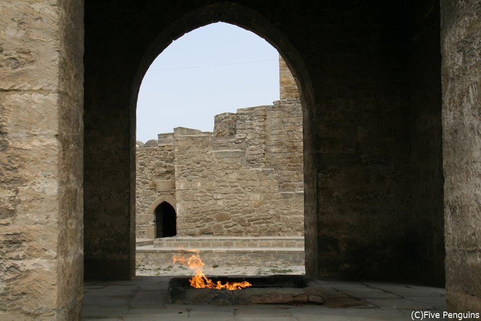 永遠の炎 拝火教寺院<バクー郊外>