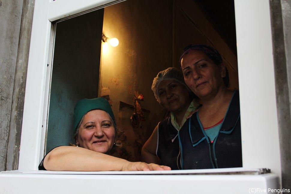 働く女性の魅力 世界の車窓からいやいや、パン屋さんの窓から