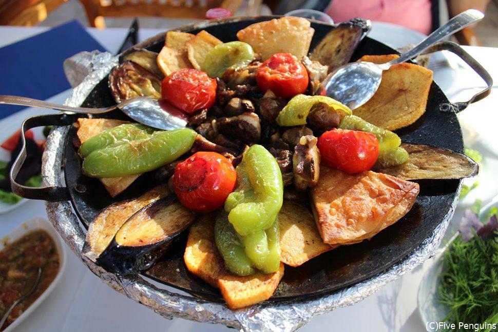 野菜も沢山でヘルシー?!アゼルバイジャン料理(BBQ)