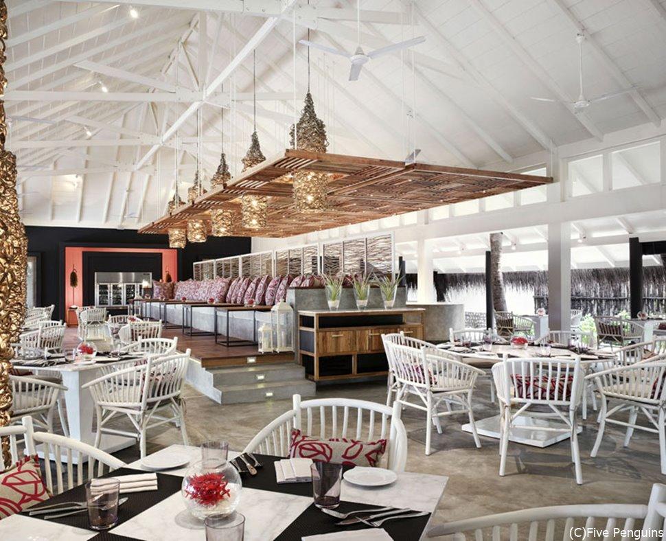 豪華なレストラン。ここで食べたら何でも美味しく感じそう。いえ、実際に味も美味しいですよ。