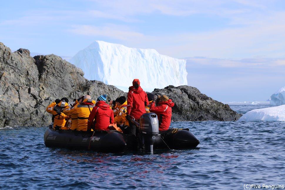 ゾディアックでビルみたいな氷山見学