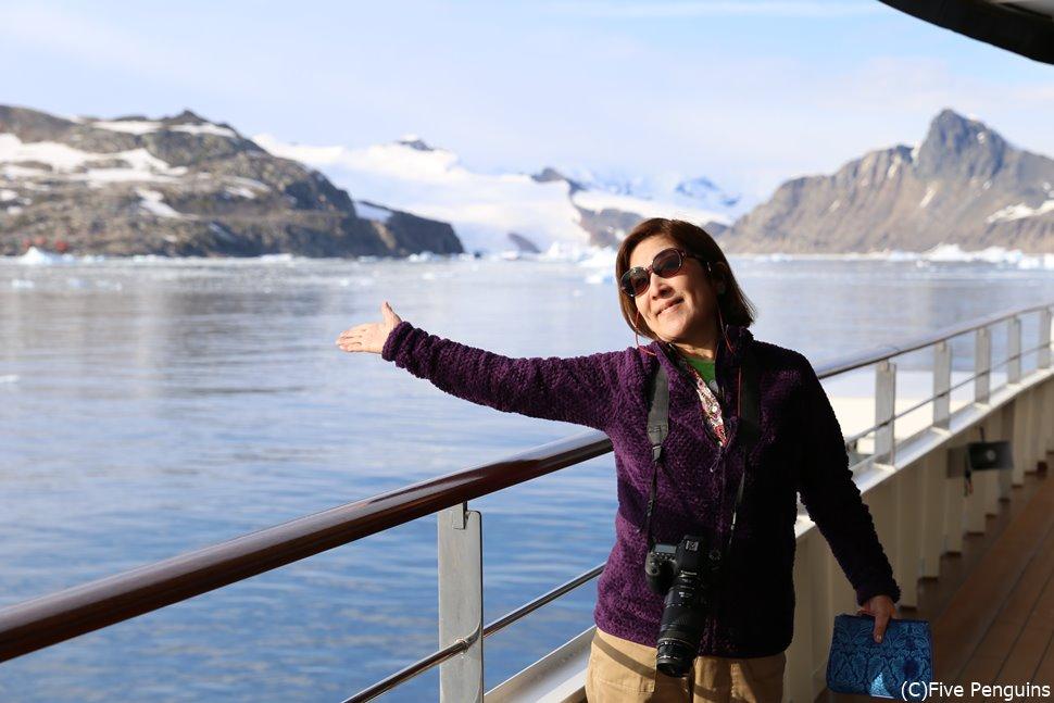 天気のいい昼間は氷山など眩しいのでサングラス必携
