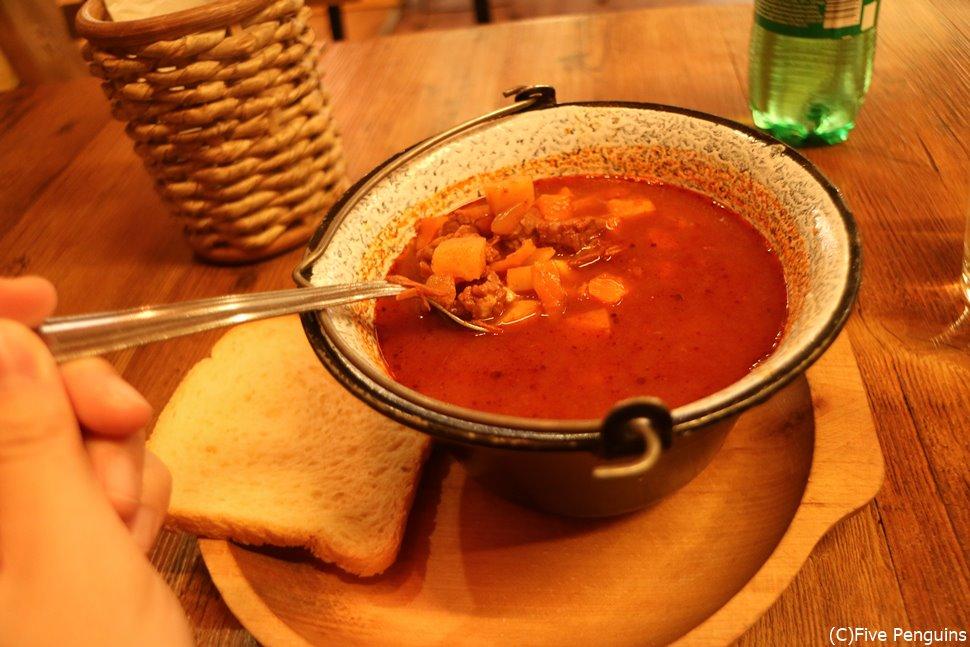 ハンガリー料理のチャンピオン・グヤーシュスープ