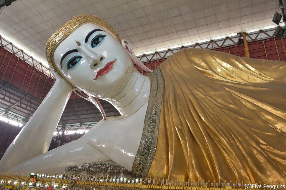 チャウッターヂーパゴダの大きな仏像