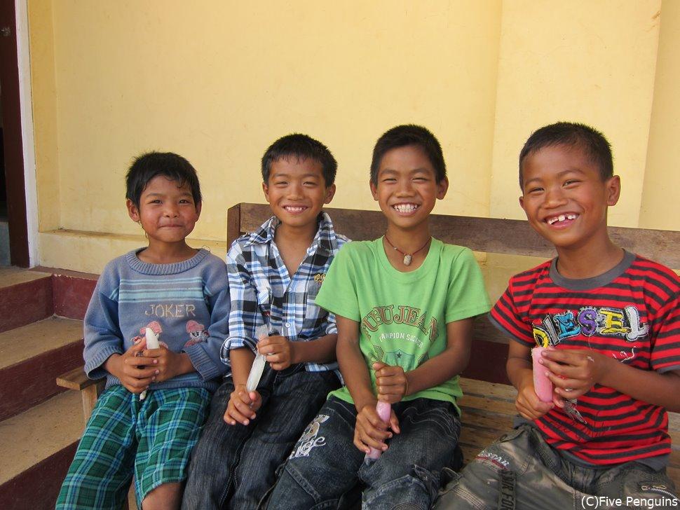 ミャンマーの子供たち。笑顔が可愛い!