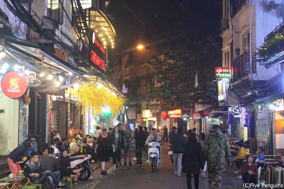 夜の旧市街/涼しくなる夜はさらに賑わいをみせます