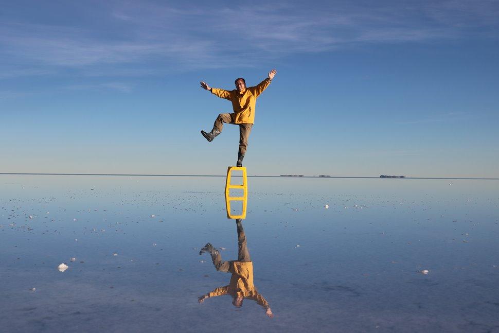 ウユニ塩湖/湖面に逆さのボクが映る